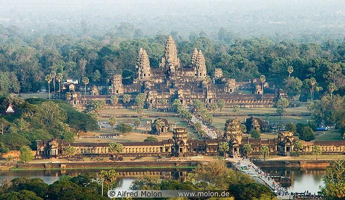 http://www.interessantes.at/angkor-wat/angkorwat12.jpg